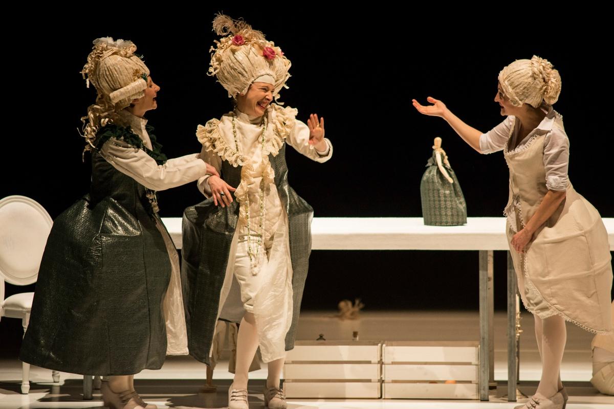 La Locandiera di Goldoni per la regia di Andrea Chiodi al Teatro di Rifredi
