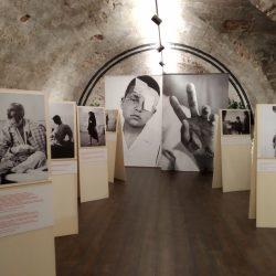Giles Duley: gli occhi di un fotografo raccontano le ferite di un popolo innocente in Iraq. La mostra di Emergency al Museo della Guerra di Rovereto