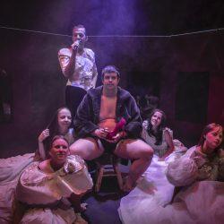 Un peep show per Cenerentola del Teatro la Ribalta ad Oriente Occidente Dance Festival di Rovereto