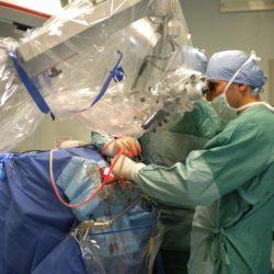 Ad Ancona il primo intervento chirurgico accompagnato da un pianoforte acustico