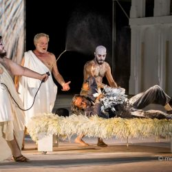 Le Baccanti di Euripide de La Fura dels Baus e le Nuvole di Aristofane al Teatro di Siracusa